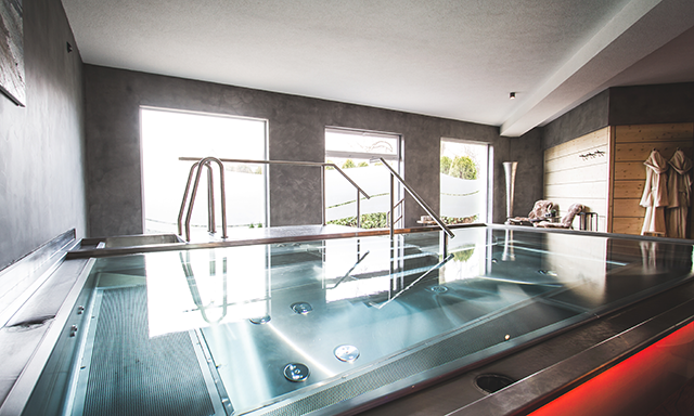 zwei1000_neugersdorf_interior_pool
